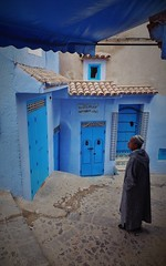 meeting point (SM Tham) Tags: africa morocco rifmountains chefchaouen thebluecity thebluepearl streetscene street steps cobblestones man djellaba buildings facades walls doors entrances canopy awning outdoors skullcap tiles