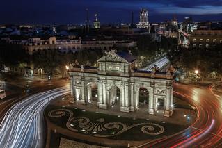 Puerta de Alcalá, luz y calor