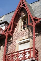 mers les bains (74) (jacobine2010) Tags: merslesbains auvent balcon bois boiserie rouge brique ardoise