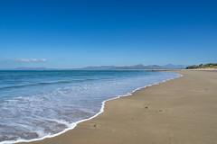 Llandanwg beach (Keartona) Tags: llandanwg beach harlech coastline coast sea blue bluesky sunny day wales northwales clear sky holiday sand sandy shore snowdonia