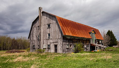 The old barn is from 1932 (zilverbat.) Tags: canada barn tripadvisor bild travel timelife visit landscape canon zilverbat wallpaper world heritage 1932 tour map wood architecture building windows handicrafts east oost quebec film schuur stories cinema cinematic ngc outdoor