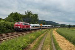 DB 218 835 + 403 033 (Tz 333) - bei Langelsheim (Pau Sommerfeld Acebrón) Tags: 218 218835 iceschlepplok ice3 tz333 goslar icegoslar langelsheim kreiensen fbzw27935 218370 db dbag deutschebahn dbfernverkehr fernverkehr baureihe218 kultlok baureihe403 403503 403533 2017 zug züge eisenbahn railway train überführung sonderfahrt leerzug zugtaufe taufe icetaufe münchen münchenlaimrbf harzvorland de deutschland nds niedersachsen vzg1930 kbs354 formsignale diesellok ice intercityexpress tb11