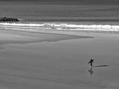 Playa de Santa María del Mar, Cádiz, Andalucía, Spain (Angel Talansky) Tags: playa surf surfista cadiz andalucia spain playadecadiz bw blancoynegro turismo reflejo reflection
