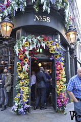 Flowers (Vicky Carras) Tags: londres london 2017 harrots picadilly chintown reino unido