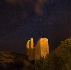 Muralla al cielo (M. Méndez) Tags: albarracãn calles murallas nocturnas teruel urbana viajes