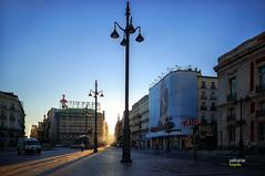 (381/17) Amanece en la Puerta del Sol (Pablo Arias) Tags: pabloarias photoshop photomatix nxd españa cielo nubes arquitectura amanecer rayosdesol puertadelsol madrid comunidaddemadrid contraluz
