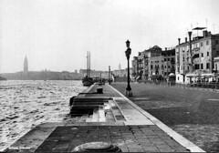 Venezia - riva degli Schiavoni (antosti) Tags: venezia rivadeglischiavoni 1982 veneto bianconero italia