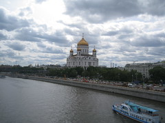 Moscow view (VERUSHKA4) Tags: canon moscow europe russia city cityscape river moskvariver cathedral church sky water quai summer june building house album verdure tree green cupol architecture cloud ville view vue ciel verushka4