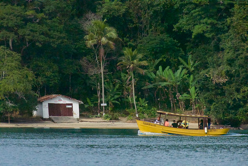 brazil-paraty-yellow-boat-copyright-pura-aventura-thomas-power