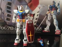 RG RX-78-02 Gundam (gundamflexing) Tags: gundam gunpla mech mecha toys bandai anime