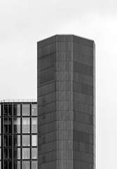 ArchiMinimal IV (Lunor 61 (Irene Eberwein)) Tags: minimalurban minimalismus minimalist minimalistic urban urbanity simplicity creativearchitecture cleanfacade minimalperfectiony archiminimal arkiminimal tower facade lines symmetry graphic graphism textures bw black white pentax ireneeberwein