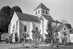 Eglise St-Pierre et St-Nicolas de Neauphle-le-Vieux (Philippe_28) Tags: neauphlelevieux 78 yvelines iledefrance france europe 24x36 argentique analogue camera photography film église church