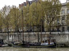 Seine sailing barge (Tony Tomlin) Tags: paris france barge river siene