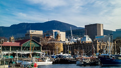Mt Wellington behind the city (Val A[d]venture) Tags: valaventure valadventure voyage tasmania tasmanie hobart australie australia aussie backpacker canon travel summer2017 harbour tassie