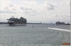 Ventura leaves Southampton, while Svitzer Bargate pulls Crown Princess away from her berth, June 3rd 2017 (Bristol RE) Tags: ventura solent southampton imo liner cruiseliner 9333175 crownprincess svitzerbargate tug 9293399 9701970