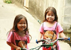 twins with their bicycles (the foreign photographer - ฝรั่งถ่) Tags: twin girls children bicycles khlong thanon portraits bangkhen bangkok thailand canon kiss