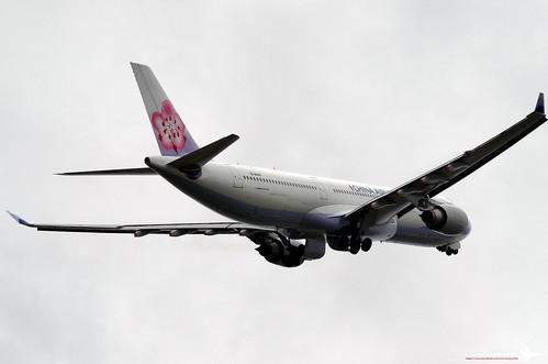 Airbus A330-302 | B-18302 | KHH