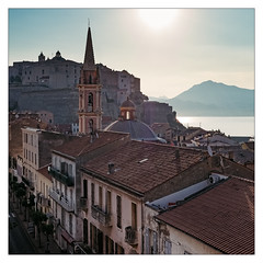 diary | Tagebuch 2017-06-18 1540 (wideness) Tags: 2017 27mm berg calvi church corse corsica dach fassade france frankreich fujisensia fujifilm fujifilmxt2 fujinon fujinon27mmf28 hafenstadt haus juni kallisté kirche korsika morgen quadrat reise strasse tagebuch tagesbild vsco vscofilm07 xt2 ziegel zitadelle brick citadel dailypicture dairy facade house june morning mountain road roof seaport square travel travelling warm