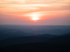 eifel_sunset (Joerg Esper) Tags: adenau rheinlandpfalz deutschland de hoheacht eifel sunset sonnenuntergang sonne sun landscape landschaft natur nature sky himmel olympus olympusomdem1 olympusmzuikodigitaled75‑300mm148‑67ii
