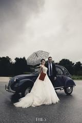 RALPH & SOPHIE (Phil3 (ex Bassapower)) Tags: mariage phil3 philippepichard ralph sophie 2cv citroen classiccar french bordeaux wedding rain romantic france belle pluie