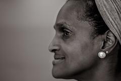 Foto- Arô Ribeiro -0100 (Arô Ribeiro) Tags: fotografia arte mulheres pretoebranco retrato negra bella protait