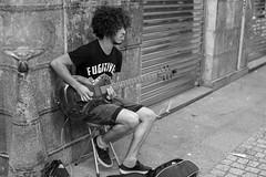 musico callejero (samarrakaton) Tags: bilbao bn bw blanco negro black white musico callejero guitar guitarra