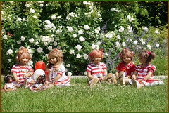 Kindergartenkinder ... (Kindergartenkinder) Tags: dolls himstedt annette frühling park blume garten kindergartenkinder essen grugapark personen milina tivi annemoni blumen jinka leleti rosen