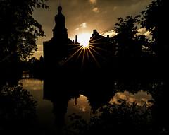 Burg Gemen...Spezial Edition (st.weber71) Tags: burggemen burgen schlösser nrw nikon d800 wasser gebäude wolken himmel architektur borken wasserschloss spiegelung wasserspiegelung gegenlicht goldenestunde sunbeams