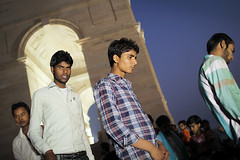 Delhi youth (slow paths images) Tags: india northindia delhi dilliihtfall indiatoday trave newdelhi city indiagate rajpathmarg people boys youngmen indians delhiyouth teenagers group hangingout evening nightfall