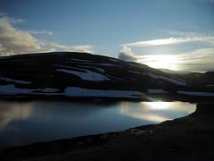 Camino del Cabo Norte (Asun Idoate) Tags: noruega montaña nubes fiordo soldemedianoche nieve reflejo cieloazul