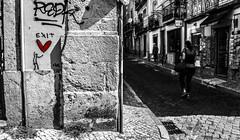 Te dou todo meu amor, se você quiser. [I give you all my love if you want.] (Paullus23) Tags: love coração red vermelho lisbon lisboa portugal street rua muro wall