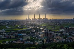 The Power plant @ 台中火力電廠 (Vincent_Ting) Tags: 台中火力電廠 電廠 龍井 台中市 台灣 夕陽 黃昏 色溫 船 煙囪 sunset color clouds plant powerplant taichung taiwan formosa boat stream sky 火燒雲 車軌 traffictrails crepuscularrays vincentting