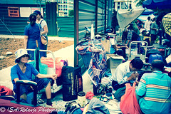 The guy on the right bowing thanks with a prayer (EARolanjo) Tags: street streetphotography candid candidshot smile black green sungeiroadmarket outdoor pushcart crowd roadside fleamarket market lady praying