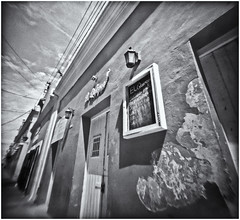 Fotografía Estenopeica (Pinhole Photography) (Black and White Fine Art) Tags: aristaedu400 pinhole4214x214 pinhole03mm niksilverefexpro2 lightroom3 camaraestenopeica estenopo pinholephotography pinhoe sanjuan oldsanjuan viejosanjuan puertorico bn bw streetphotography fotografiacallejera arquitectura arquitecture perspectiva perspective