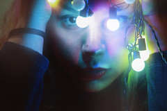Xmas Lights (TheJennire) Tags: photography fotografia foto photo canon camera camara colours colores cores light luz young tumblr indie teen people portrait xmas christmas christmaslights eyes makeup self 50mm