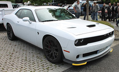 Challenger Hellcat (Schwanzus_Longus) Tags: german germany us usa america american car vehicle big bumper meet oldenburg new modern coupe coupé muscle white dodge challenger srt hellcat