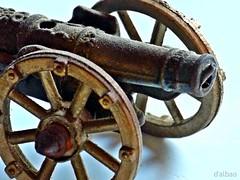 Oigo, Patria, tu aflicción... (Franco D´Albao) Tags: francodalbao dalbao lumix cañón cannon arma weapon hierro iron guerra war macro