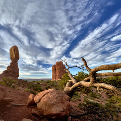 Balanced Rock Panorama - Arches National Park (W_von_S) Tags: balancedrock panorama utah southwest usa us unitedstates vereinigtestaaten america amerika landschaft landscape paysage paesaggio sky himmel natur nature nationalpark archesnationalpark wvons werner sony outdoor wolken clouds sunset sonnenuntergang felsen rocks redrocks rotefelsen red