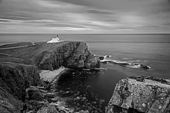 Stoer Head Lighthouse (emperor1959 www.derekbeattieimages.com) Tags: stoerheadlighthouse lighthouse stoerpeninsula sutherland scotland promontory cliffs rocks sea coast waves scottishhighlands nc500 northcoast500 stevensonlighthouse bay stoer