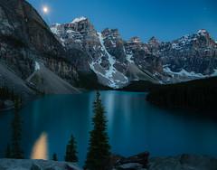 Moonrise over Lake Moraine (TheDailyNathan) Tags: lakemoraine lakelouise glacierlake glaciallake glacier valleyoftenpeaks alberta banff banffnationalpark canada canada150 landscape longexposure sunset dusk twilight bluehour moon moonrise fullmoon