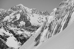 Monte Bianco dal Gran Paradiso (Pierpaolo.) Tags: valledaosta italia italy italian europa europe alpi alps montagne mountains neve snow montagna mountain cielo sky biancoenero blackandwhite bw alpinismo alpinism scialpinismo skitour altaquota high altitudine 4000metri seracco ghiaccio ice sole sun maggio may 2015 landscape natura nature natural eccezionale exceptional super wonderful montblanc sonya5000 sony55210mm