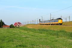 NSR 4230 @ Hattem (Sicco Dierdorp) Tags: ns nsr reizigers koploper icm iciv serie4200 hattem zwolle wezep veluwelijn hanzelijn hanzebrug ijsselbrug