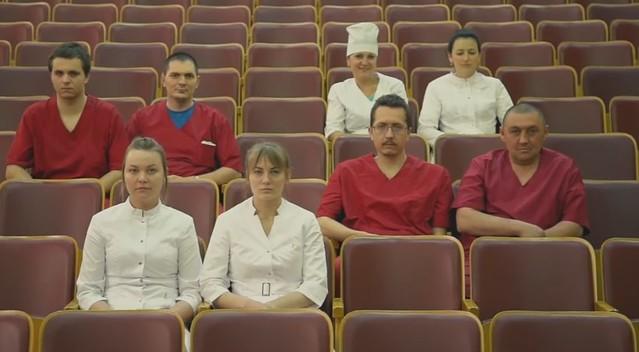 Тольяттинские мед. сотрудники сняли пародию нахит «Тает лёд» группы «Грибы»