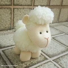 Carneiro - Pequeno Príncipe (mfuxiqueira) Tags: petitprince feltro pequenopríncipe carneiro carneirinho ovel ovelha ovelhinha