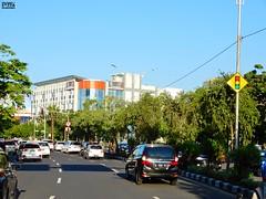 DSCN5871 (Detta Priyandika) Tags: street jalan raya scape urban city surabaya indonesia endonezya basra suroboyo skyscrapers sidewalk skyscraper sunset