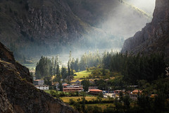 (simon.web92) Tags: peru perou houses ollantaytambo valley light mountains andes sagrada rocks sacred trees sunbeam rays
