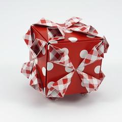 Lelum Cube (Michał Kosmulski) Tags: origami modular unit cube kusudama lelumunit colorchange michałkosmulski kamipaper red white