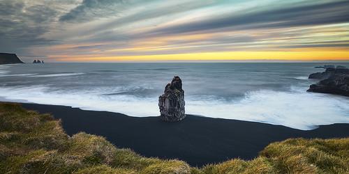 Vik Islande (EtienneR68) Tags: landscape bleu blue eau hills mer montagne mountain nature paysage vik sea water marque a7r2 a7rii sony