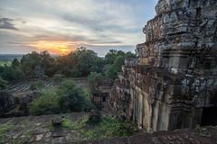 Phnom Bakheng, Siem Reap, Cambodia (Kelvinn Poon) Tags: 巴肯寺 暹粒 柬埔寨 phnombakheng siemreap cambodia ruins canon sunset 日落