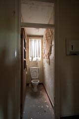 DSC_6283 (fatty-arbuckle) Tags: abandoned hospital asylum peeling urbex